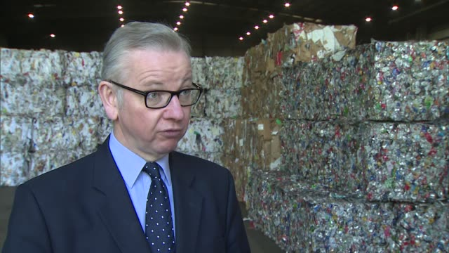 Government proposes producers of packaging should pay 100% of recycling bill Gove visit to recucling plant ENGLAND London Southwark INT Michael Gove...