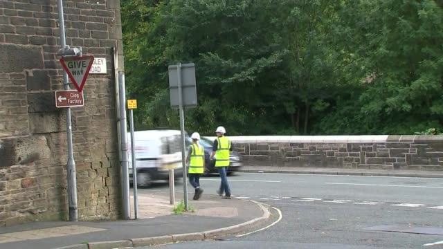 vidéos et rushes de government review into flooding condemmed as promising a 'sticking plaster' on future prevention workers along pavement - pansement médical