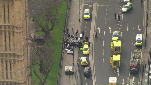 government set to reveal new antiterrorism strategy lib / 2232017 london westminster bridge emergency services on westminster bridge in aftermath of... - シティ・オブ・ウェストミンスター点の映像素材/bロール