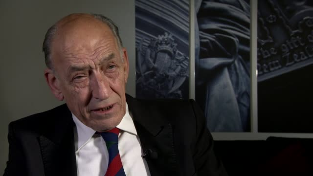 vidéos et rushes de government spending cuts announced / remaining stake in royal mail to be sold london general sir mike jackson interview sot/ various of adult... - poteau en bois
