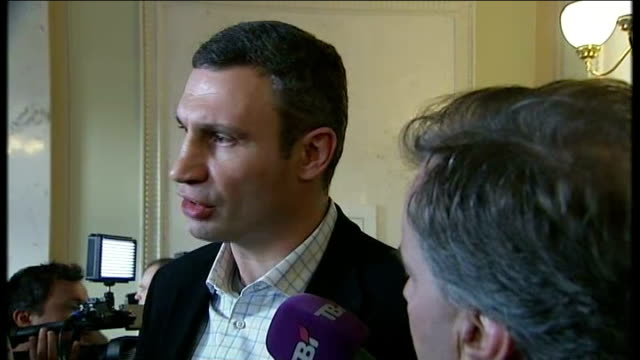 government survives no confidence vote as demonstrations continue; various shots vitali klitschko at press conference vitali klitschko interview sot... - barricade stock videos & royalty-free footage