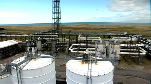 government to announce more money for carbon capture research; scotland: aberdeenshire: st fergus gas terminal: ext various of gas pipes at st fergus... - sea grass plant点の映像素材/bロール