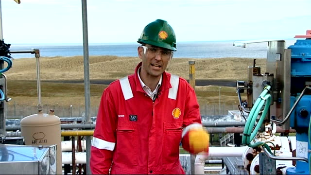 Government to announce more money for carbon capture research Reporter to camera INT Men wearing 3D glasses in Shell's 3d Suite Backview men viewing...