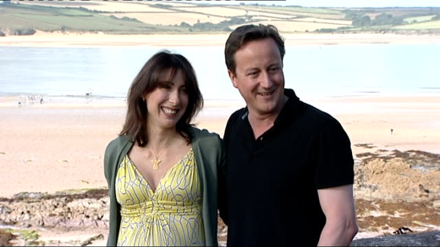 stockvideo's en b-roll-footage met government want to end mobile phone blackspots lib daymer bay ext david cameron mp and pregnant wife samantha cameron posing for photocall beside... - mp