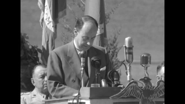 governor adlai stevenson speech at podium to marine graduates … free men winced when the flag was lowered on wake island … all was vindicated when it... - schlacht um iwojima stock-videos und b-roll-filmmaterial