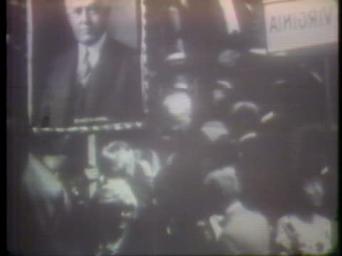 vidéos et rushes de governor al smith withdraws his name as a candidate at the 1924 national democratic convention in new york city. - 1924