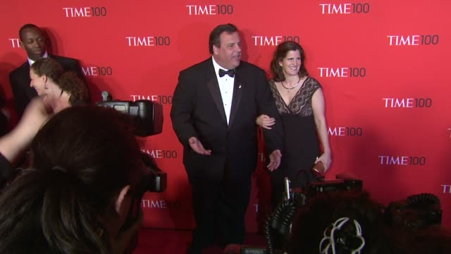 vídeos de stock, filmes e b-roll de governor chris christie and guest at the time 100 gala time's 100 most influential people in the world at new york ny - evento anual