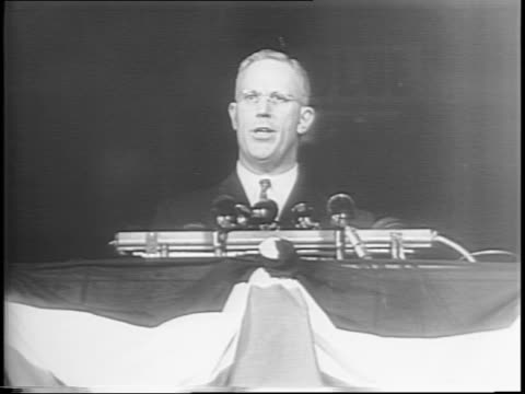 vídeos de stock e filmes b-roll de governor earl warren of california gives the keynote speech at 1944 republican national convention / warren speaks of party's goals / crowds cheer /... - 1944