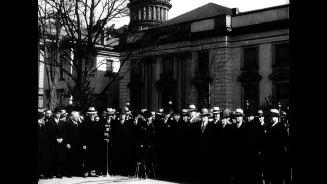 vidéos et rushes de governor harold hoffman of new jersey addresses assembly of policemen from around the united states who have come to help find kidnapped baby charles... - gouverneur