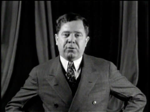 vidéos et rushes de governor huey long speaks about social issues and the welfare of the people of louisiana / he is very enthusiastic and raises his fists in the air as... - services sociaux