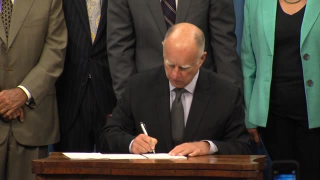 ktxl governor jerry brown signed a package of legislation four decades in the making that would regulate the pumping of groundwater in california for... - 長点の映像素材/bロール