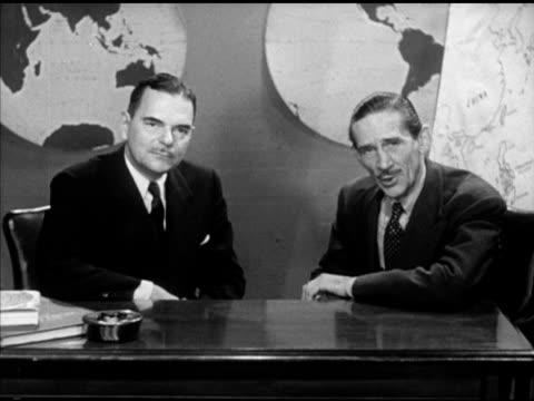 vídeos de stock e filmes b-roll de governor of new york thomas e dewey sitting w/ westbrook van voorhis behind desk w/ globe maps bg sot dewey saying they have made real progress - anticomunismo