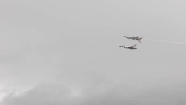 gowen thunder military appreciation day footage includes usaf thunderbirds canadian snowbirds and mountain home air force base's f15e strike eagle - mcdonnell douglas f 15 eagle stock videos & royalty-free footage
