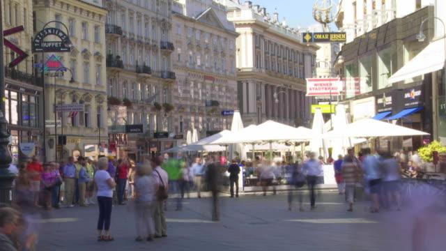 t/l graben shopping street in vienna - hauptverkehrszeit stock-videos und b-roll-filmmaterial