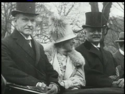 stockvideo's en b-roll-footage met grace president calvin coolidge sit next to man in car - hogehoed