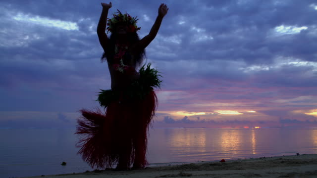 graceful polynesian female dancing barefoot on sunset beach - polynesian ethnicity stock videos & royalty-free footage
