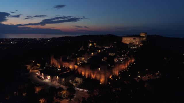 vídeos de stock e filmes b-roll de gradara, the medieval town at sunset - medieval