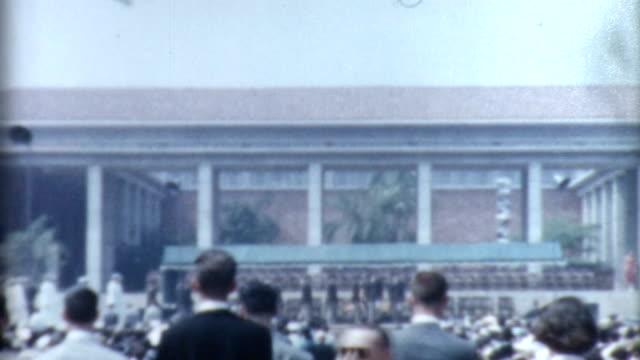 stockvideo's en b-roll-footage met graduation 1950's - slagen school