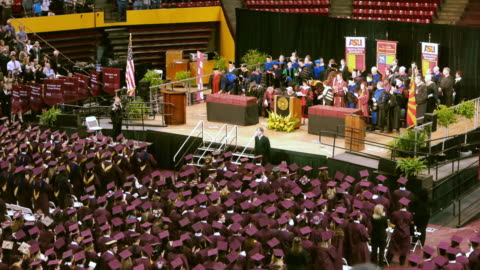 ws asu graduation ceremony diginitairies on elevated dais and graduating students / phoenix, arizon, usa - examen bildbanksvideor och videomaterial från bakom kulisserna