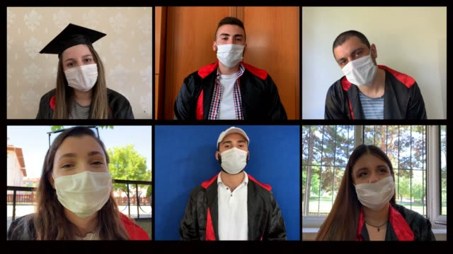 vídeos de stock e filmes b-roll de graduation with teleconference during covid 19 - adolescência