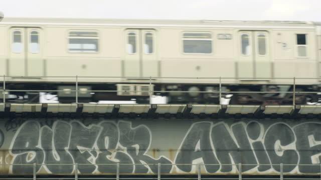 graffiti and the subway - グラフィティ点の映像素材/bロール