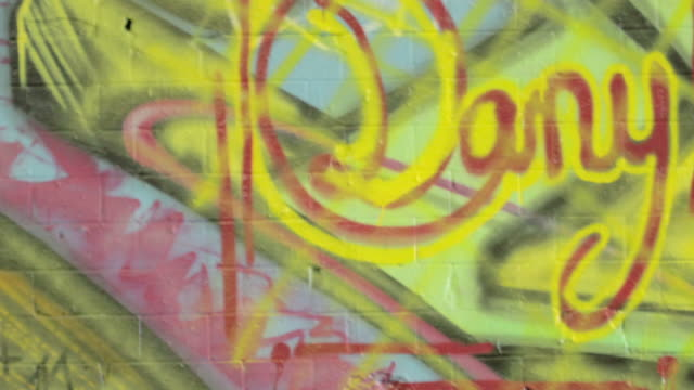 graffiti. hd - montaggio in sequenza video stock e b–roll
