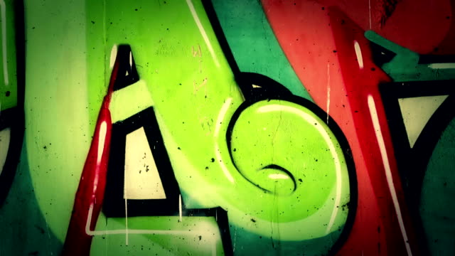 graffiti. - graffito stock-videos und b-roll-filmmaterial