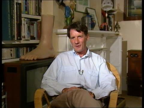 stockvideo's en b-roll-footage met graham chapman dies; england: london: int cms michael palin intvwd sot. - graham chapman had a surreal imagination - monty python