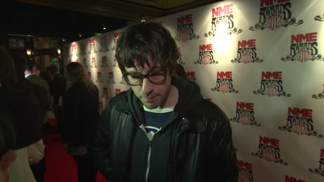 vidéos et rushes de graham coxon on being excited on touring, britpop, blur's reunion at nme awards 2012 at brixton academy on february 29, 2012 in london, england. - rock moderne