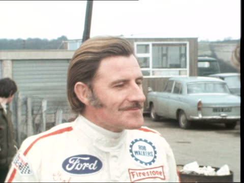 vidéos et rushes de graham hill interview england brands hatch cms hill sof ext its cold zoom in as i'd like to ms hill's car being pushed to bv ms car corners bv car... - graham hill