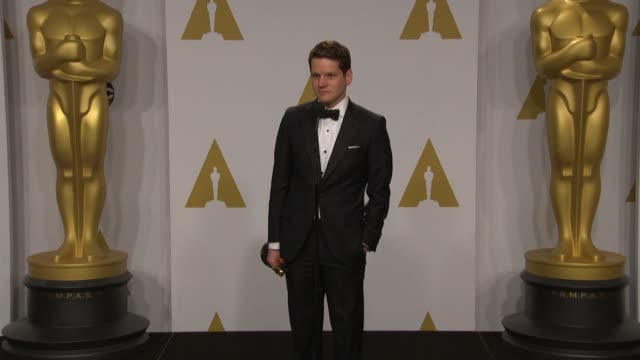 vídeos y material grabado en eventos de stock de speech graham moore at the 87th annual academy awards press room at dolby theatre on february 22 2015 in hollywood california - teatro dolby