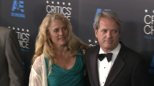graham yost at the 2015 critics' choice television awards at the beverly hilton hotel on may 31, 2015 in beverly hills, california. - 放送テレビ批評家協会賞点の映像素材/bロール