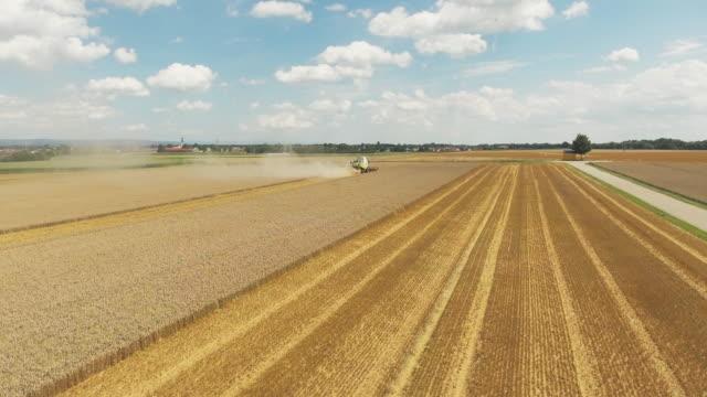 Getreideernte In Niederbayern Überführung