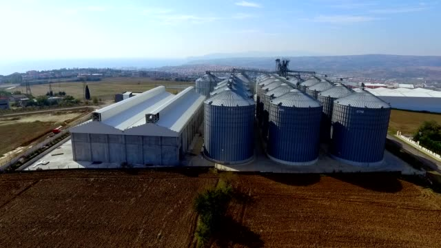 stockvideo's en b-roll-footage met graanwinkel - silo