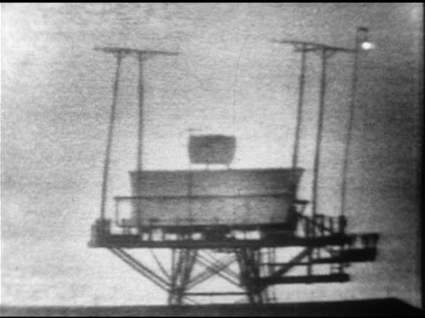 grainy radar tower rotating, turning, superimposing radar sweeping image, white 'blip' on black screen, reading of commercial chartered aircraft... - ufo点の映像素材/bロール