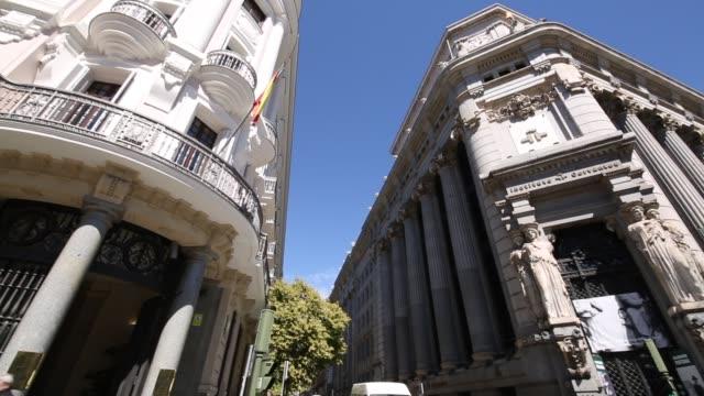 gran via in bright sunshine, plaza mayor, madrid, spain, europe - マドリード グランヴィア通り点の映像素材/bロール