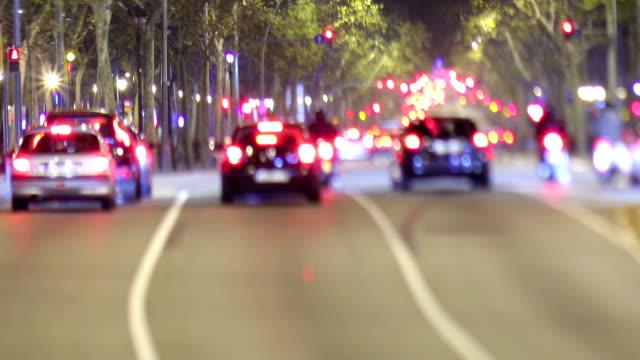 gran via verkehr video, barcelona - schrägansicht stock-videos und b-roll-filmmaterial