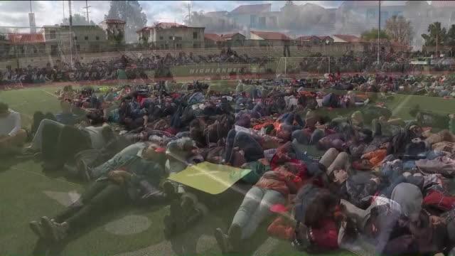 vídeos de stock, filmes e b-roll de ktla granada hills charter high school students leave class to protest gun control - greve