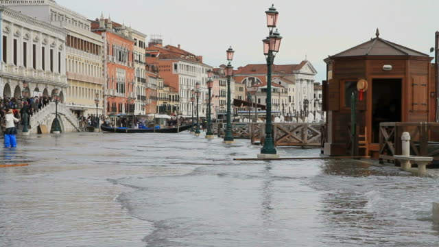 grand canal flooding - flood stock videos & royalty-free footage