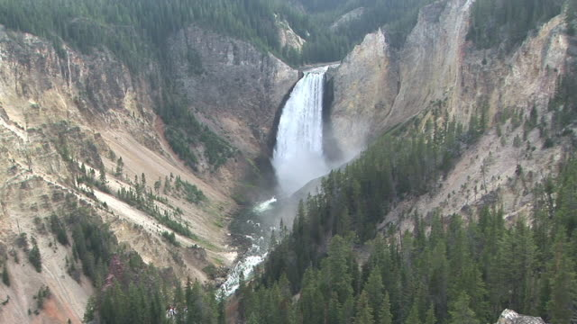 ws, ha, grand canyon of the yellowstone, lower falls, yellowstone national park, wyoming, usa - lower yellowstone falls stock videos & royalty-free footage