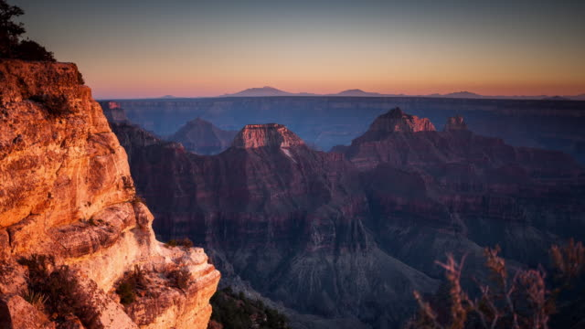 vídeos de stock e filmes b-roll de grand canyon sunset time lapse from bright angel point - grand canyon