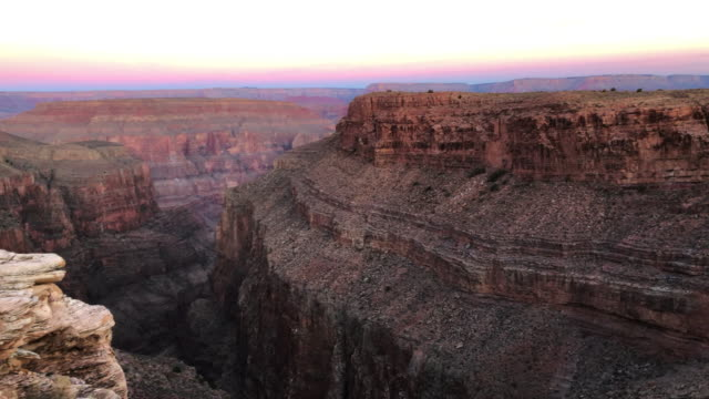 vidéos et rushes de grand canyon with stunning rock colors during sunset. - grand canyon