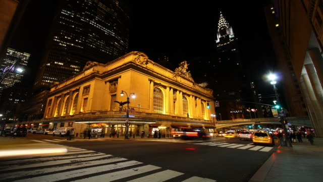T/L Grand Central Station (GCS) and traffic at night
