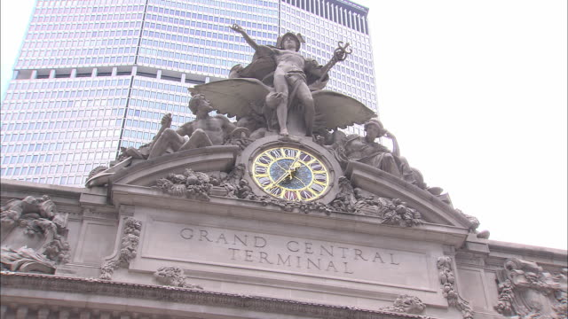ms, la, grand central station statues and clock, new york city, new york, usa - minerva 個影片檔及 b 捲影像