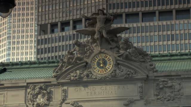 T/L MS Grand Central Terminal statue and clock / New York City, USA