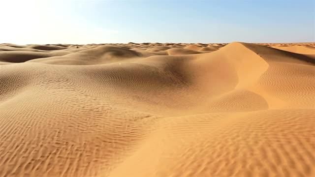 stockvideo's en b-roll-footage met grand erg oriental / sahara woestijn van tunesië - tunesië