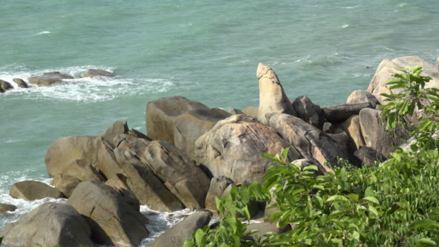 grand father rock at lamai beach - ko samui stock videos & royalty-free footage