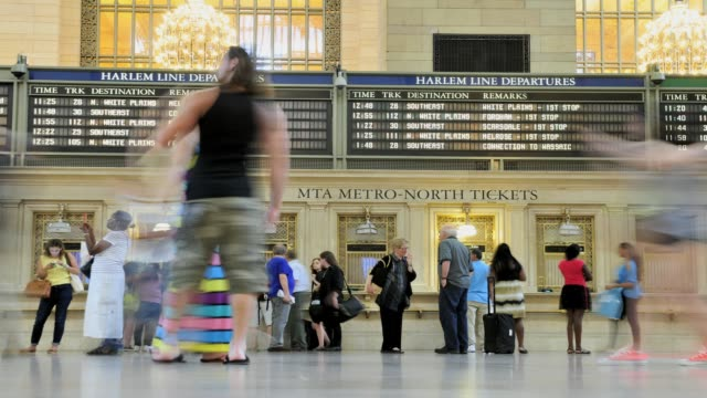 lapse grand hall of 42nd street grand central terminal metro north ticket booth midtown manhattan new york city usa time lapse grand hall of grand... - 数字の6点の映像素材/bロール