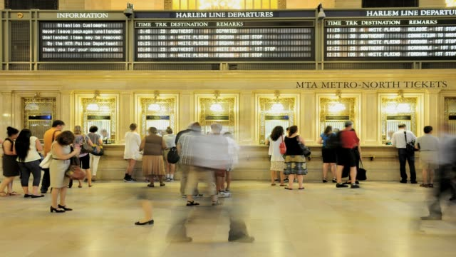 vídeos y material grabado en eventos de stock de lapse grand hall of 42nd street grand central terminal midtown manhattan new york city usa time lapse grand hall of grand central terminal on july 01... - 2013