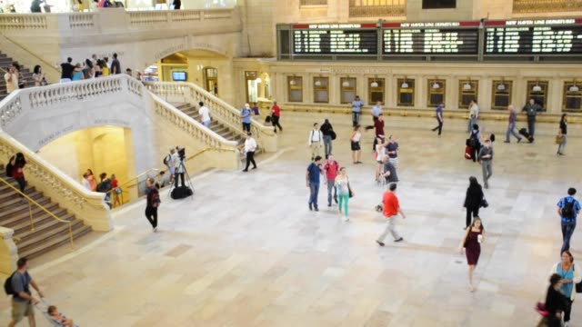 vídeos y material grabado en eventos de stock de grand hall of grand central terminal, midtown manhattan, new york city, usa video: grand hall of grand central terminal on june 28, 2013 in new york... - 2013